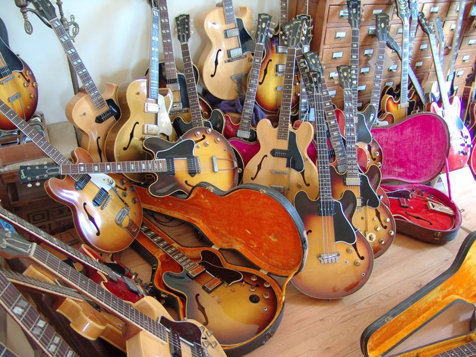 Attirant Closet Full Of Guitars