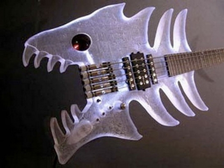 piranha-bass-guitar-1f8db0cd676e4a2b736fcb553e56dedb27400e54